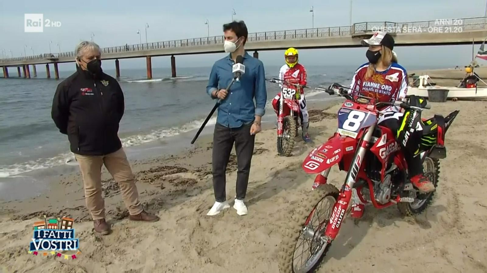 """Il Supermarecross su Rai2 a """"I Fatti Vostri"""" per un sì speciale thumbnail"""